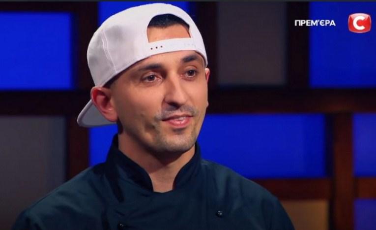 Готувати кухар почав ще у 16 років.