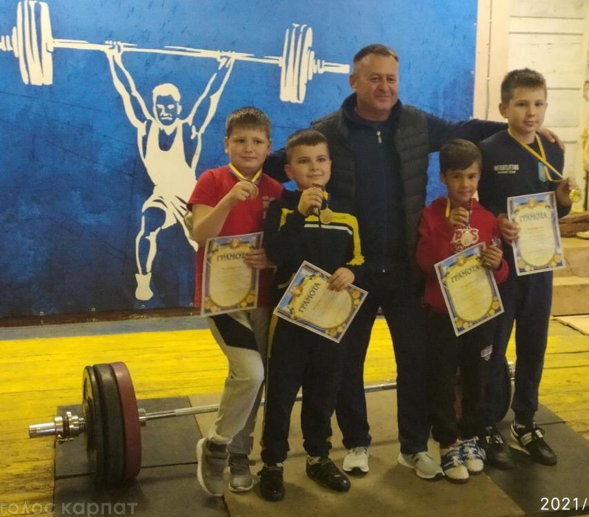В дитячому турнірі з важкої атлетики, настільного тенісу та вільної боротьби прийняли участь 150 дітей.