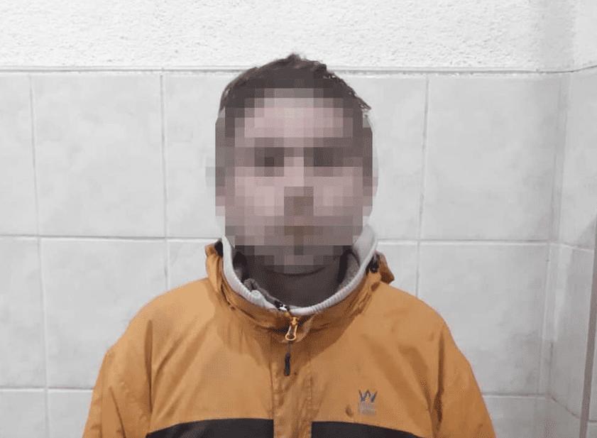 На вулиці Молодіжній у м.Мукачеві 28-річний місцевий мешканець пограбував жителя Волині, відібравши від нього мобільний телефон.