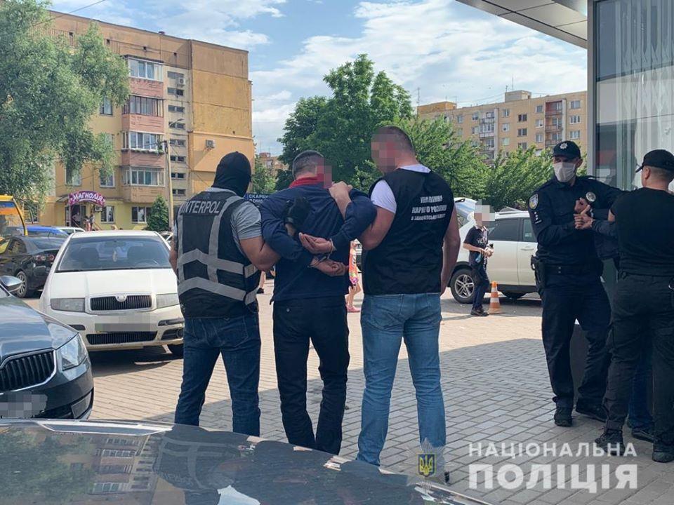 Іноземець фігурує у злочинах, пов'язаних з шахрайськими діями, вчиненими групою осіб на території Азербайджану.