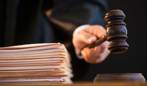 Прокурором Ужгородської місцевої прокуратури погоджено підозру 49-річній ужгородці в умисному вбивстві рідної матері (ч. 1 ст. 115 КК України).