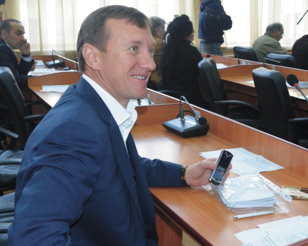 Таке рішення прийняла Ужгородська міська рада після таємного голосування.