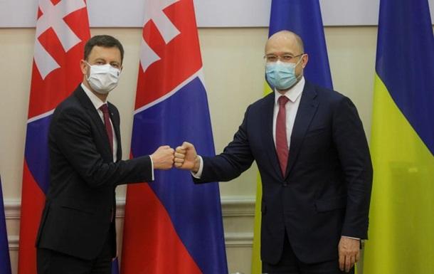 Словаччина активно просуває ініціативу поширення вакцин для сусідніх країн, пояснив Едуард Хегер.