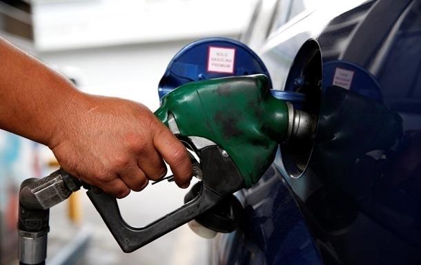 Середня вартість дизельного палива на оптовому ринку з початку місяця опустилася на три гривні за літр.