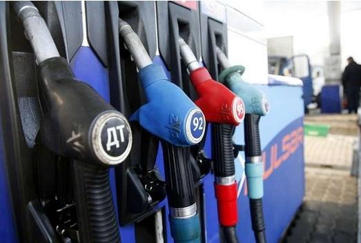 Найближча зміна ціни на нафту може бути викликана тим, що Росія і ОПЕК змогли домовиться про зниження кількості споживаної нафти.